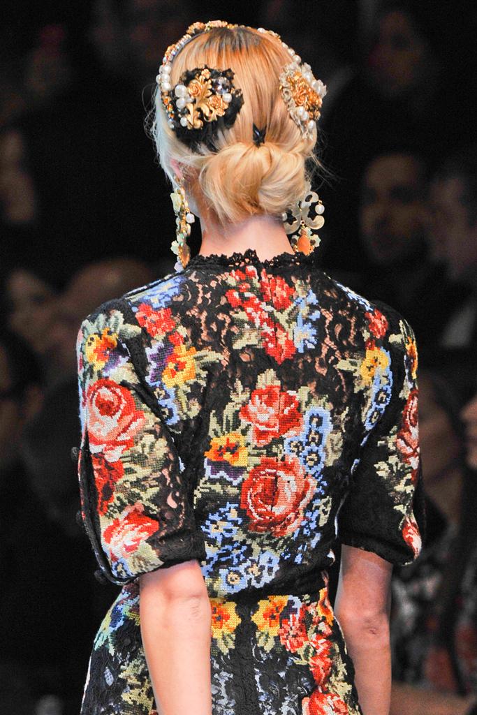 http://1.bp.blogspot.com/-yT5I2yeBGWA/T15DBryRG7I/AAAAAAAAL1s/nb2g-BARzSg/s1600/Dolce+&+Gabbana+Fall+2012+11.jpg