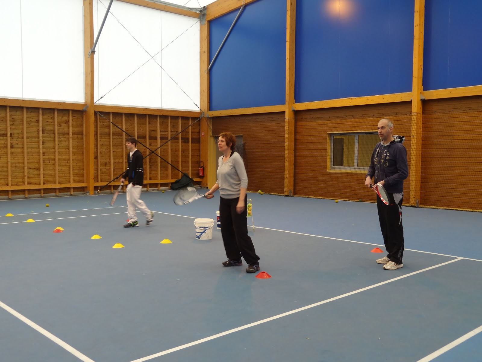 Entente tennis club val de sa ne chalaronne un cours en for Un cours de tennis