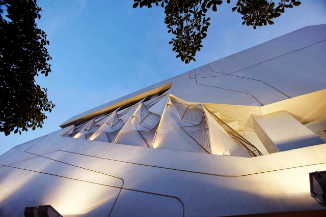 01-Taipei-Sales-Center-by-Oyler-Wu-Collaborative