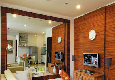 http://rumahidaman87.blogspot.com/2012/11/dinding-kayu-membuat-suasana-alami.html