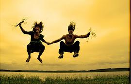 El amor es como la risa, cuando llega no hay quien pueda resistirlo