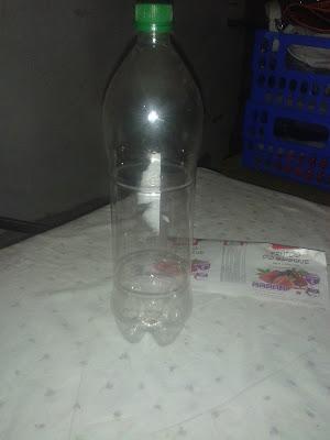 Fotografia de garrafa de refrigerante vazia