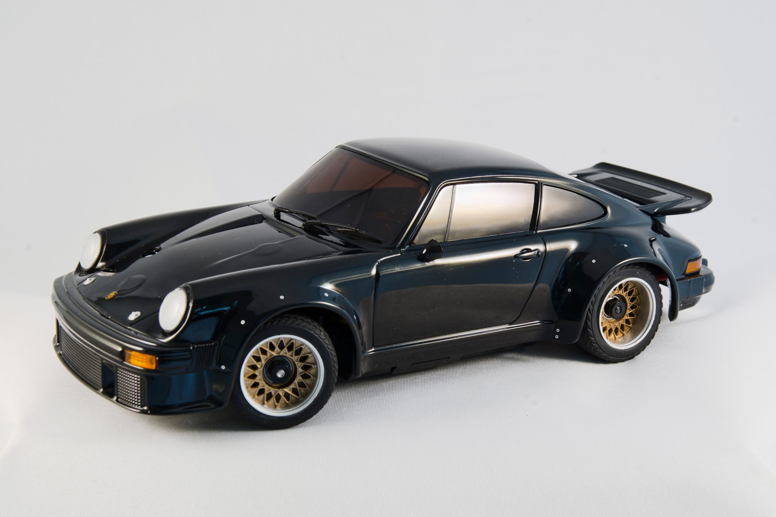 kyosho mini z porsche 911 gt1 kyosho mini z white porsche 911 gt1 body set mzp330w autoscale. Black Bedroom Furniture Sets. Home Design Ideas