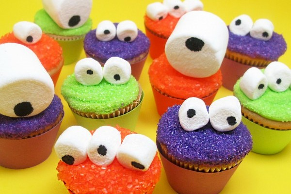 10 fun and easy halloween cupcake designs global grind Halloween cupcakes