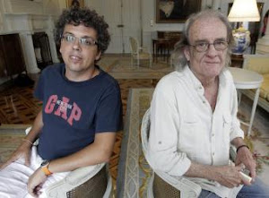 Los cantautores Luis Eduardo Aute y Pedro Guerra
