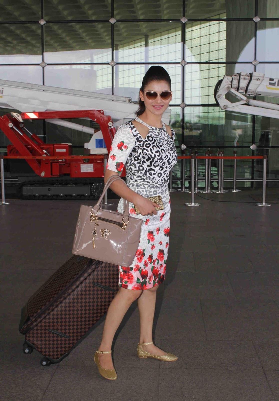 Urvashi Rautela Looks Super Sexy At Mumbai International Airport As She Leaves For Dubai To Attend Arab Indo Bollywood Awards (AIBA) 2015