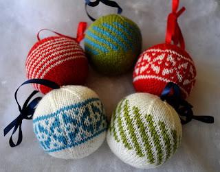 Новогодние вязаные шары