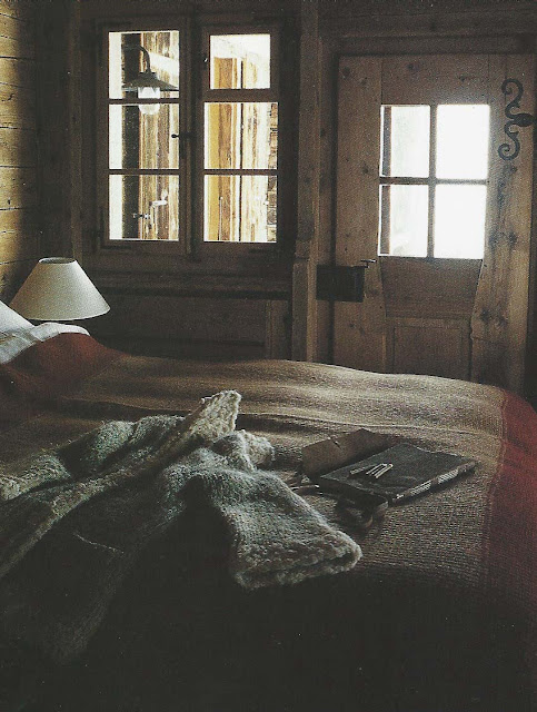Cte Est Dec-Fev 2001-2002, Axel Vervoordt Chalet, bedroom, as seen on  linenandlavender.net
