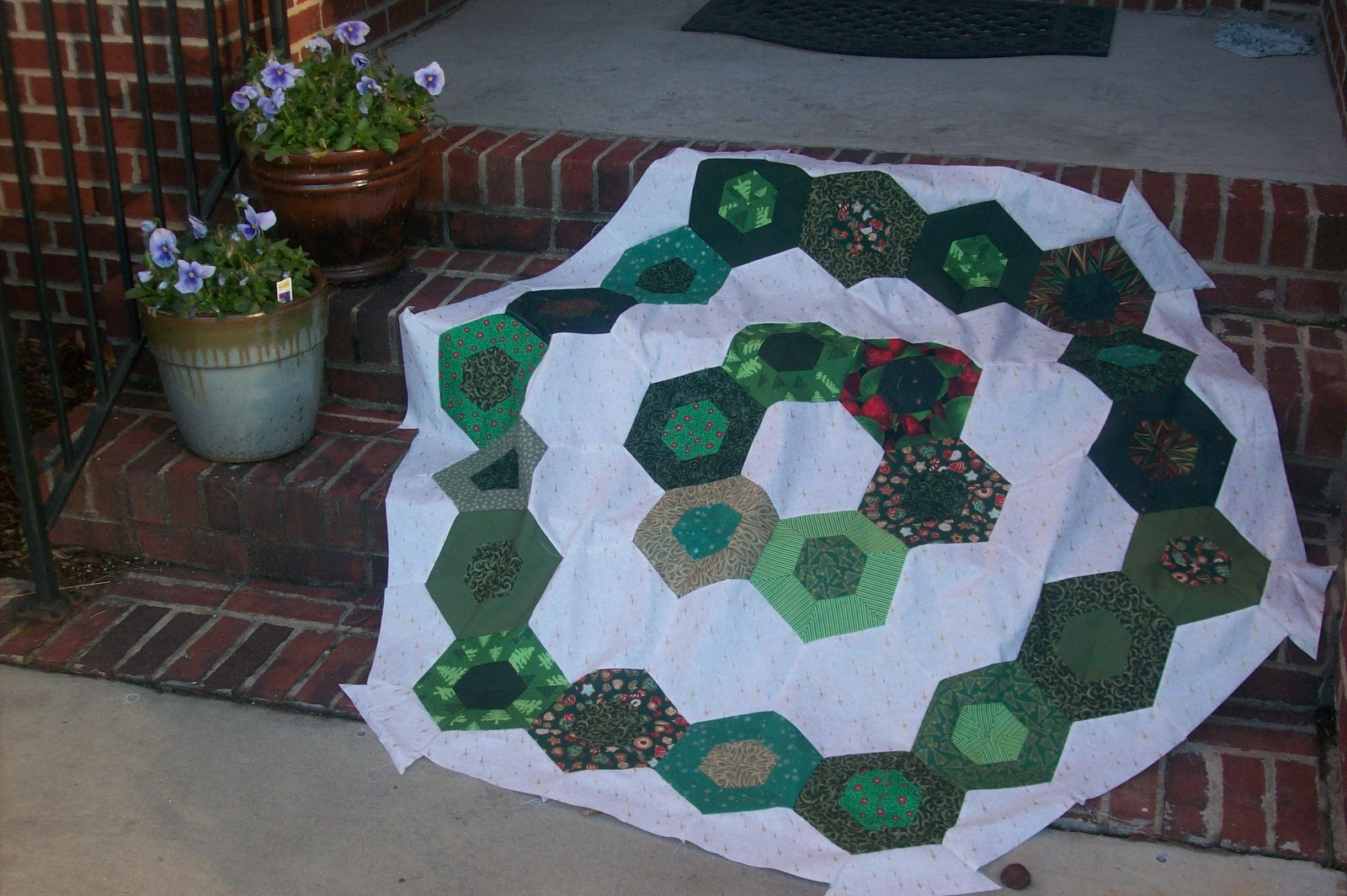 The Crafty Quilter 39 S Closet The Christmas Tree Skirt Do Over
