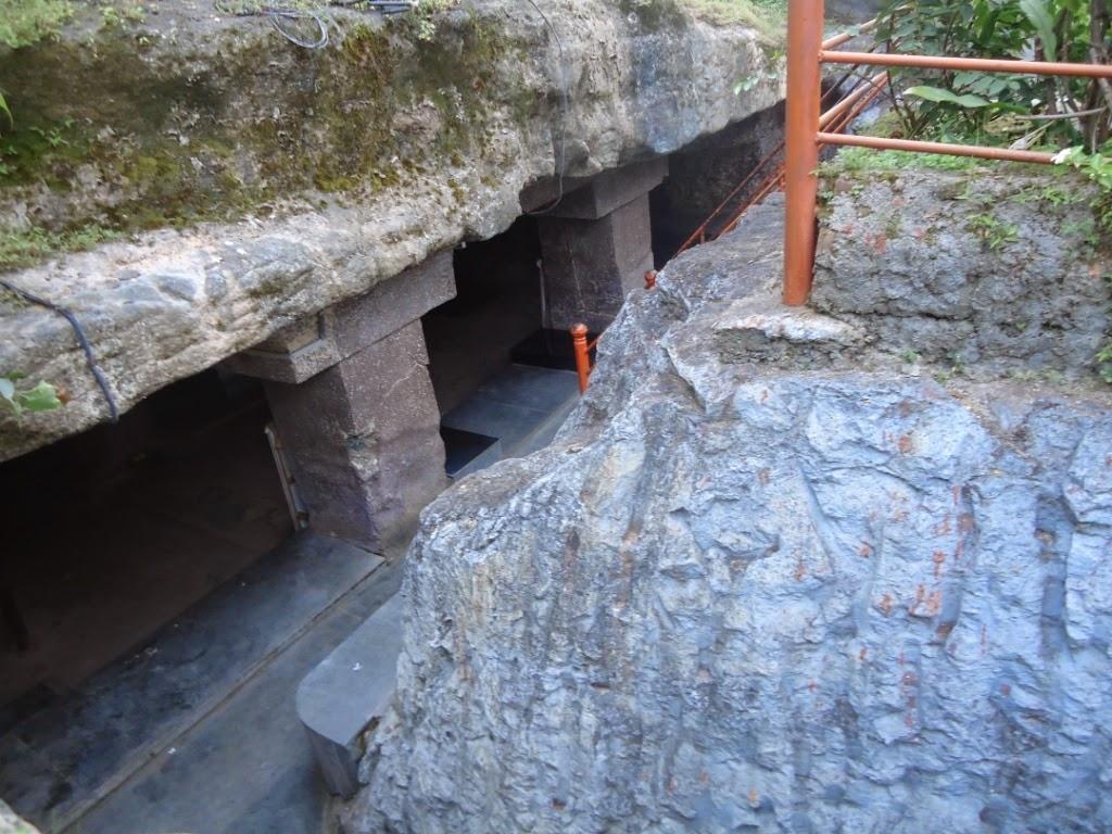 Shivlinga, Pune, caves