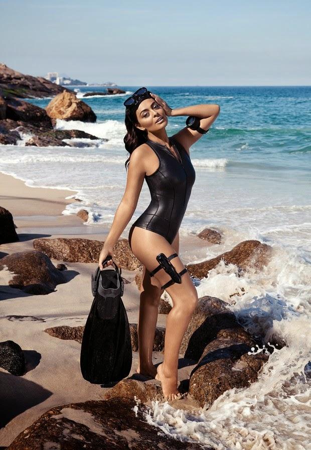 Juliana Paes encarna bond girl em ensaio para revista