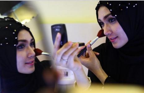Inilah  5 Cara Berdandan yang Dilarang bagi Muslimah.