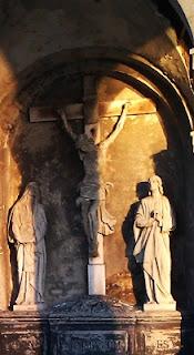 Zeigt Jesus am Kreuz