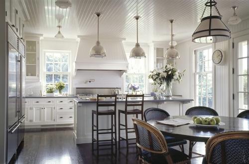 Vaniljan valkoista Renova ja keittiön valaistus