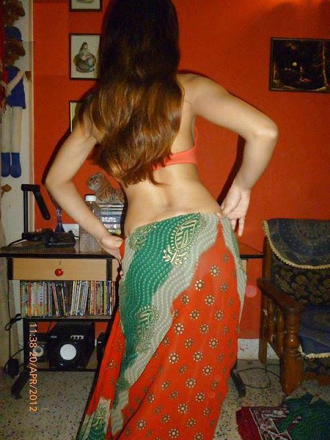 India Girls Very Hot Moment in Saree Home Photo indianudesi.com