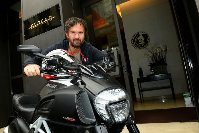 Carlo Cracco e la Ducati Diavel Carbon