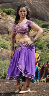 Gayathri-hot-stills-in-nathikal-nanaivathillai-movie
