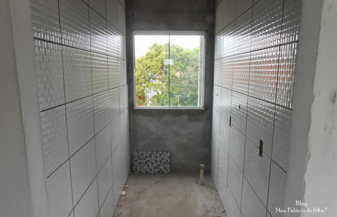 Meu Palácio de 64m² Lavanderia com azulejos que imitam pastilhas de vidro (c -> Banheiro Com Piso Que Imita Pastilha