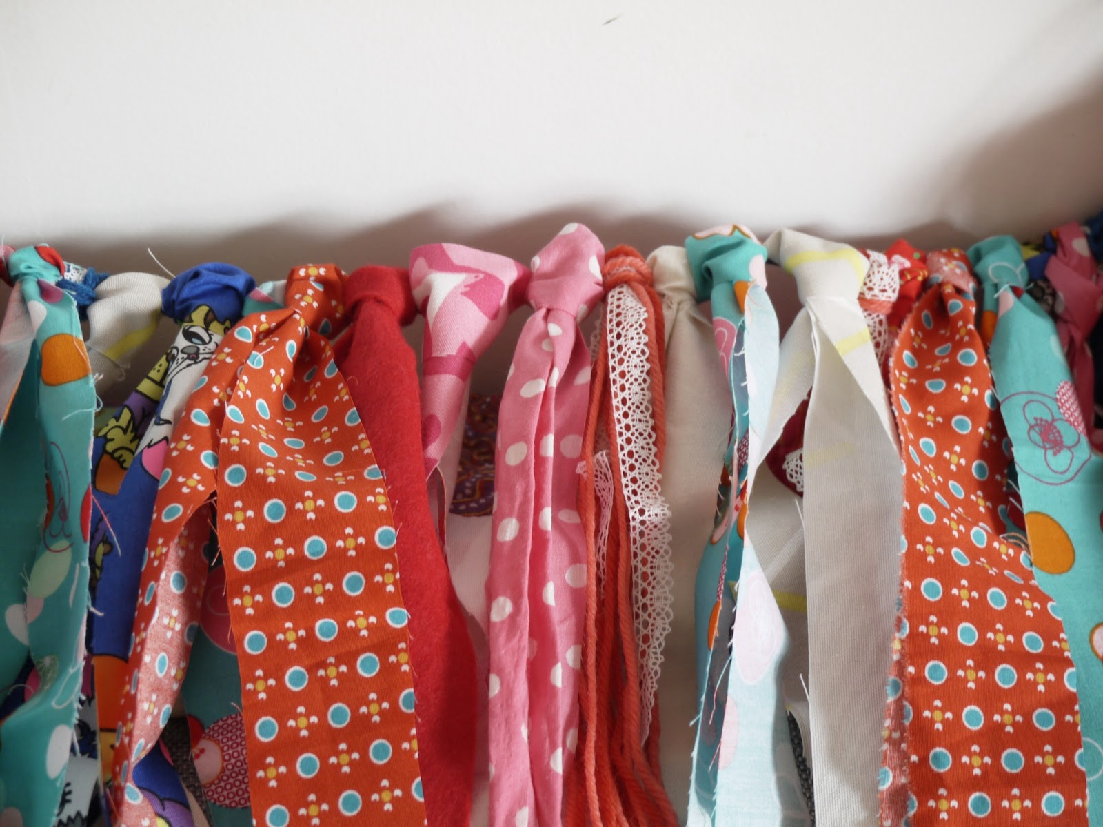 ruban tissu coloré guirlande diy