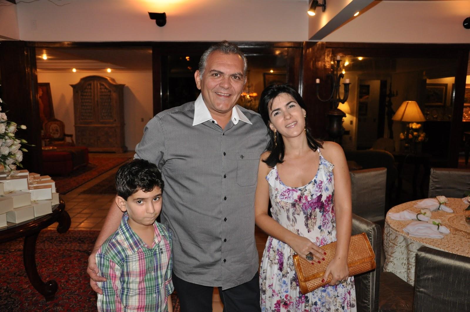 http://1.bp.blogspot.com/-yWiPrGEXuts/Tt0-MhDnKbI/AAAAAAAAEdw/vBjBmz4vC5o/s1600/04+-+Virg%25C3%25ADlio+Filho%252C+Virg%25C3%25ADlio+e+Samia+Pinheiro.JPG