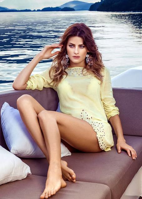 A coleção de beach wear da marca Morena Rosa com fotos da top Isabelli Fontana, em Angra dos Reis