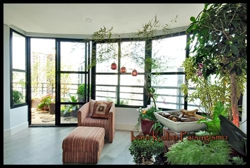No espaço de varanda externa usei para compor pomar e horta As