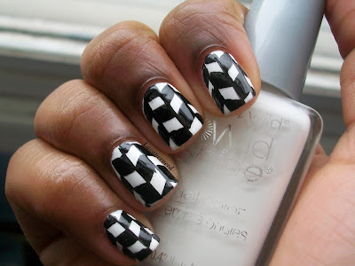 31DC2013 Day 7: Black and White Nails