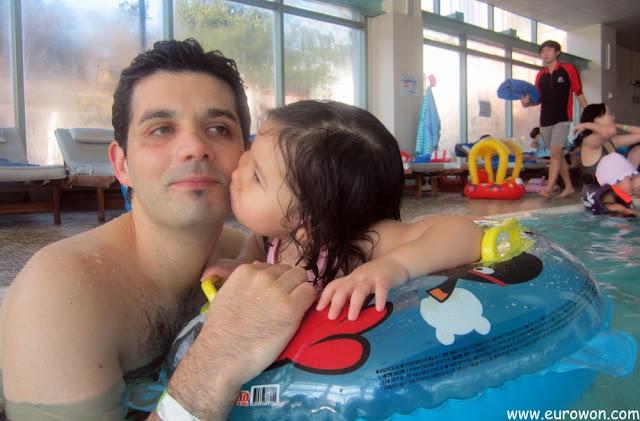 Sonia agradecida por el día en la piscina
