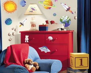 Dormitorio para niño tema universo