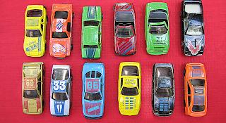 colectii+jucării+vintage+Maşinuţe+tablă+obiecte+metal
