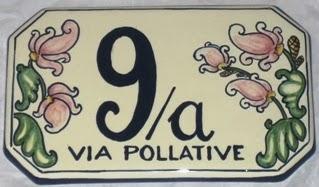 Il numero civico e limoni su una piastrella ceramica in vendita