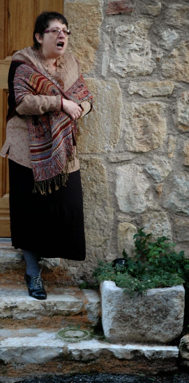 Angèle (Graziella) : J'aime pas quand les hommes se mettent à aboyer comme les chiens avant la battue !