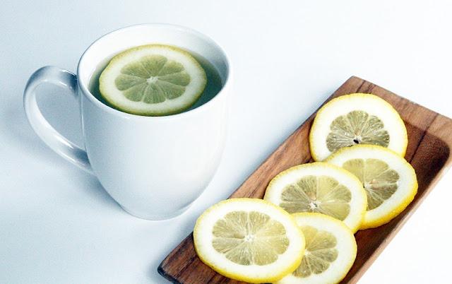 溫開水加檸檬片