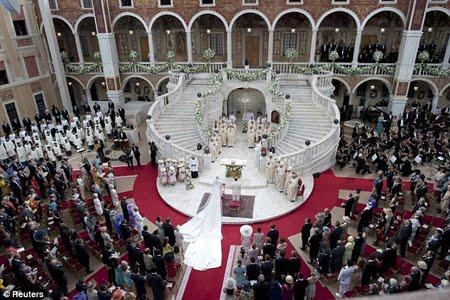 Сватбата в Монако се състоя в двора на двореца