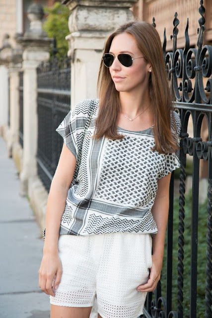 Lovely Pali Print Shirt and White Shorts Casual Outfit