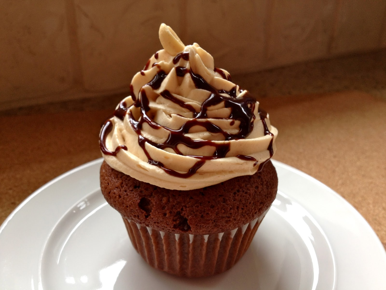Hungree Girl: Snickers Cupcakes
