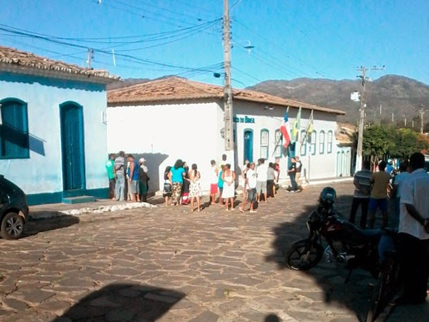 Moradores foram surpreendidos por ação na madrugada (Foto: Fabiano Neves / Site Destaque Bahia)