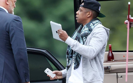 Jay Z use Samsung Galaxy S4, Galaxy S3 and Galaxy Note 2 Smartphone