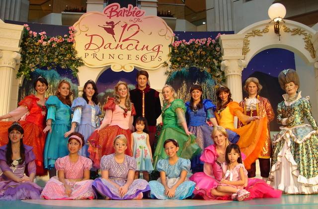 Novas das bibliotecas contos grimmosos 10 12 - Barbie 12 princesse ...