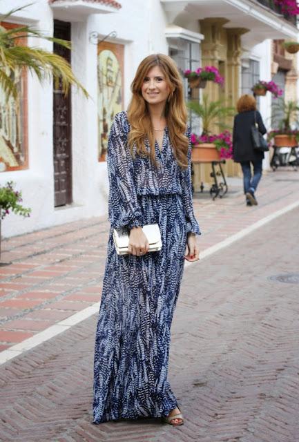 http://1.bp.blogspot.com/-yZ-t7sId-LA/U0SKW8wqSvI/AAAAAAAAfig/nzVs_m6IDFs/s1600/vestido_largo_azul-anillos_tous-a_trendy_life-marbella-look_con_vestido_largo.JPG