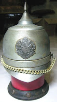 Tempat Rokok Bentuk Helm Penjaga Istana dengan Music Box
