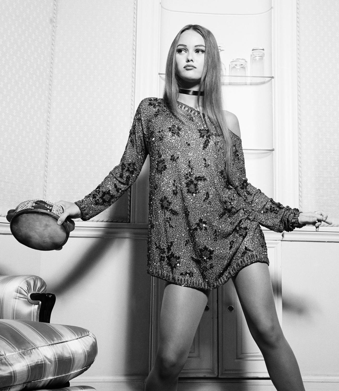 http://1.bp.blogspot.com/-yZQk5e-Fas8/Tc_r_pjYLxI/AAAAAAAAC3I/hZtNI4goj9U/s1600/Vanessa+Paradis+Photoshoot+in+Hotel+Black+%2526+White.jpg