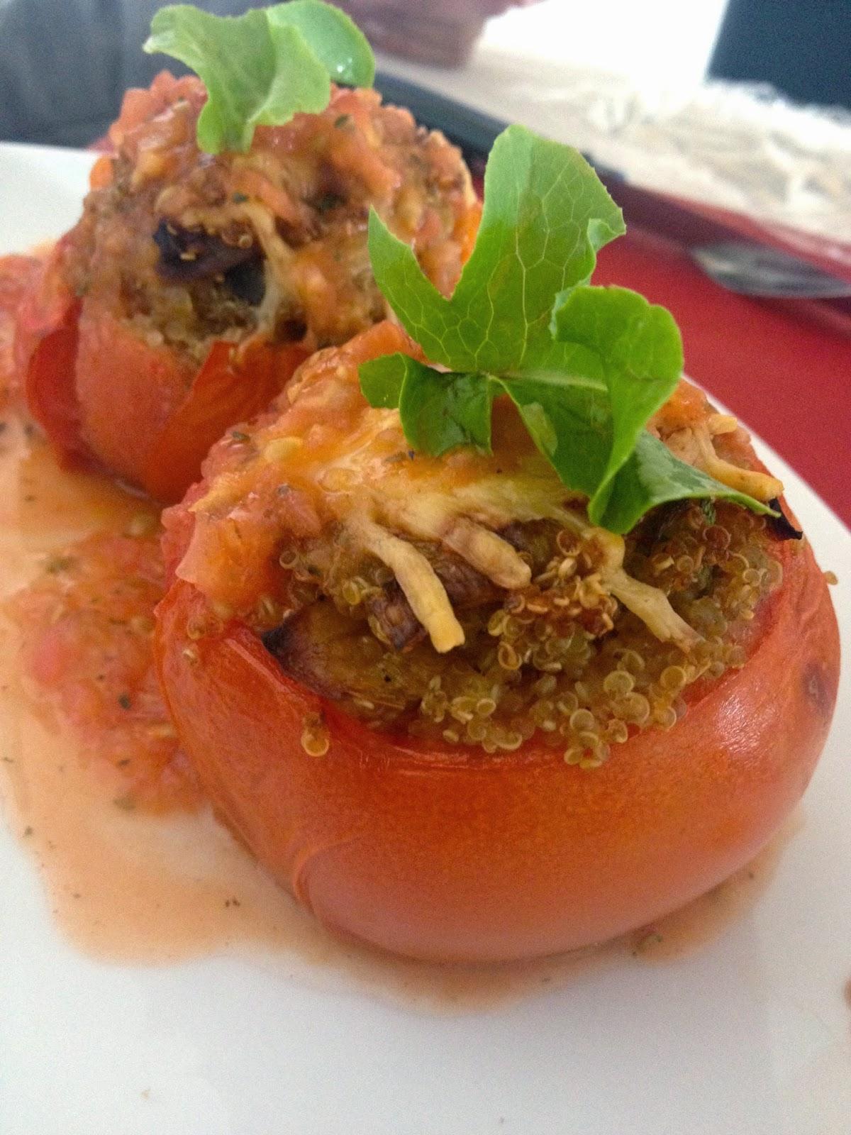 Tomates rellenos de quinoa y verduras