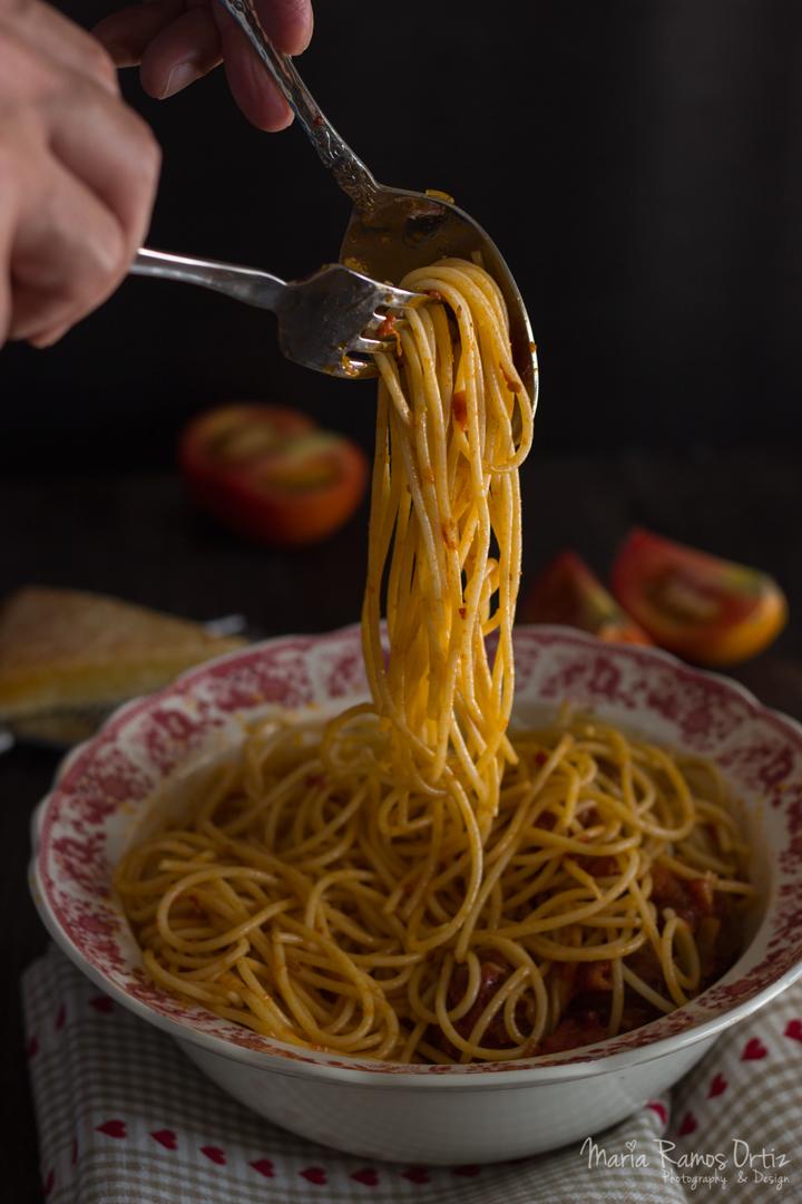 espagueti con albóndigas cocinando espero