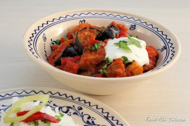 Indyjskie curry z bakłażanem i papryką