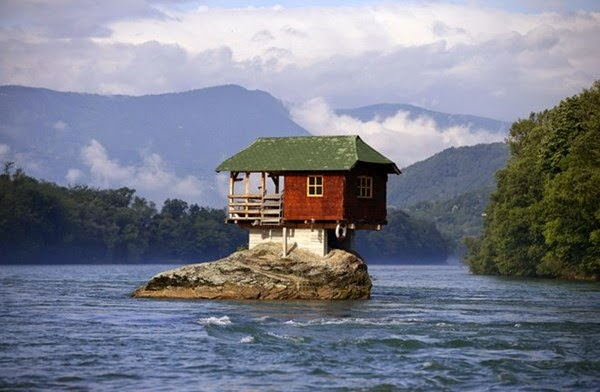 Căn nhà trên mỏm đá
