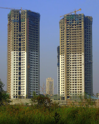 Oberoi Woods Tower