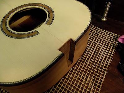 ドイツ式クラシックギターのボディ部分