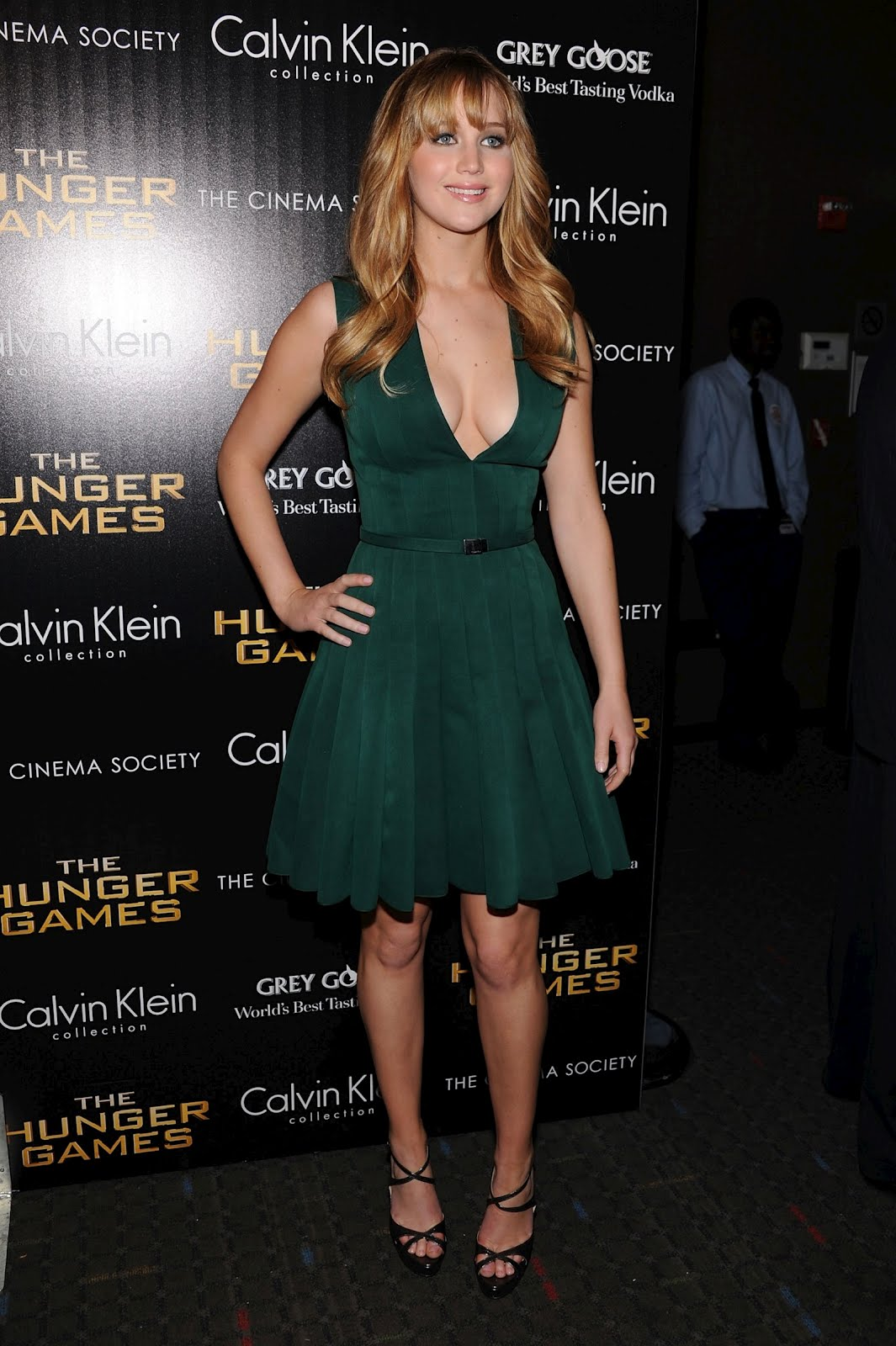 http://1.bp.blogspot.com/-ya2jcNchjaE/T2o8sOvo0BI/AAAAAAAAPgg/AVXATQPByk4/s1600/Jennifer_Lawrence_hollywood_beauty_picture_premiere_gree_dress.jpg
