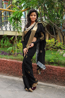 Gehana Vasista in black saree Pictures 008.jpg